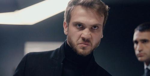 Ünlü oyuncu Çukur'un yıldızına sitem etti 'İşini savunamıyorsun!'