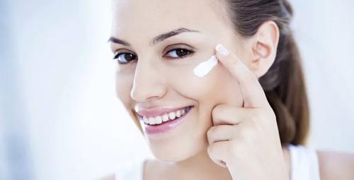 Kozmetik dünyasının 1 numarası CC krem hayat kurtarıyor!