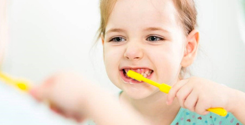 Çocuklar kaç yaşında itibaren diş macunu kullanmalı?