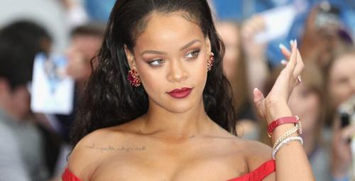 Rihanna'nın gögüslerini sallayarak dans ettiği videosu olay oldu!