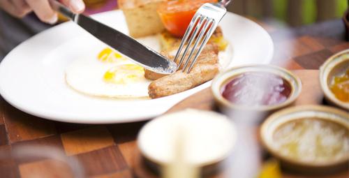 Kahvaltı sofralarını zenginleştiren yumurtalı ekmek tarifi!