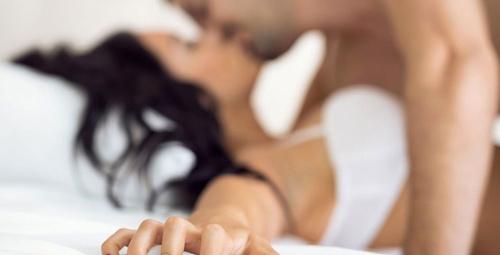 Ateşli bir seks için yatağa mutlaka böyle girin!