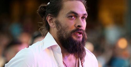 Yakışıklı oyuncu 7 yıl boyunca sakallarını kesmedi son hali inanılmaz!