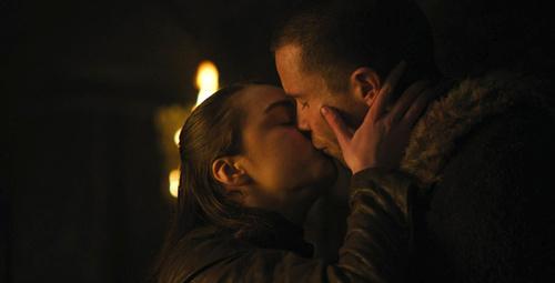 Game Of Thrones'un küçük Arya'sının bekaret kaybetme sahnesi olay oldu
