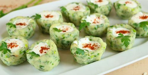 İftarda hafif lezzet arayanlara: Yoğurtlu patates çanağı