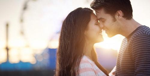 Oruçluyken öpüşmek orucu bozar mı?