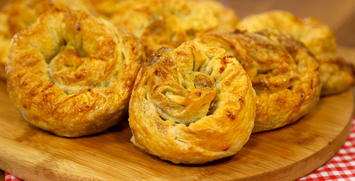 Yumuşacık lezzet: Pazılı gül böreği