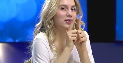 Kalça dansı yapan Aleyna sosyal medyayı salladı!