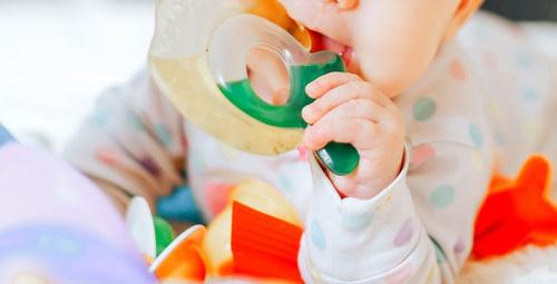 Diş çıkaran bebeğin kaşıntısına ne iyi gelir?