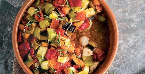 Evde sebzeli güveç yapmanın kolay yolları!