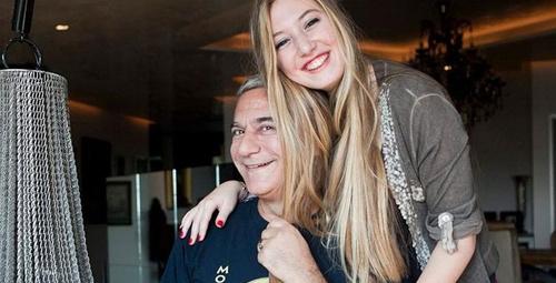 Mehmet Ali ERbil'in kızı Yasmin derin dekoltesiyle olay yarattı!