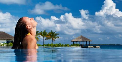 Deniz ve havuzda yıpranan saçlar için mucize 3 bakım!