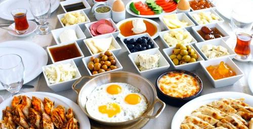 Kahvaltıdan kalkmak istemeyeceksiniz: Peynirli sufle tarifi