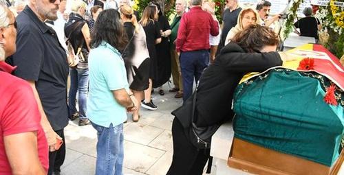 Cenazede büyük saygısızlık!Hamdi Alkan'ın yaptığını görenler şoke oldu