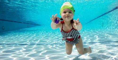Çocuğunuzun havuz sonrası gözleri yanıyorsa dikkat!