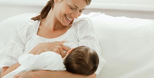 Emmek istemeyen bebek nasıl beslenmeli?