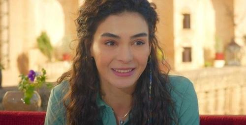 Hercai'nin Reyyan'ı Ebru Şahin yatak pozu ile görenleri şoke etti!