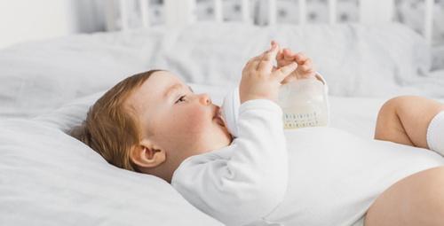 Bebekler için besleyici kolay biberon mama tarifi!