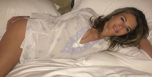54 yaşındaki ünlü model çıplak fotoğrafını paylaştı!