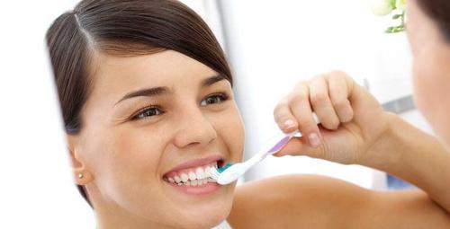 Saç açmada kullanılan oksijenli su ile diş beyazlatma yöntemi!