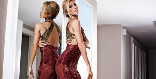 Çağla Şikel'in selülitsiz bikinili fotoğrafları sosyal medyayı salladı