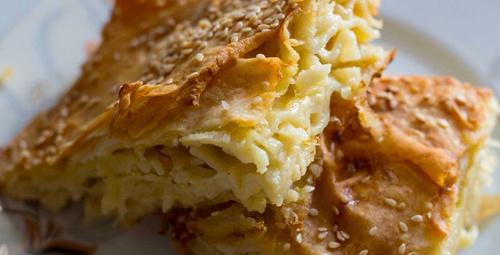 Tam bir karbonhidrat patlaması : Makarnalı Börek