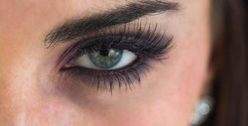 En kolay buğulu göz makyajı yapma yöntemleri!
