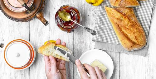 Tam bir sabah keyfi: Kolay kahvaltı ekmeği tarifi