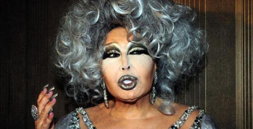 Diva Bülent Ersoy konser verirken çıldırdı ''Aptal bunlar''