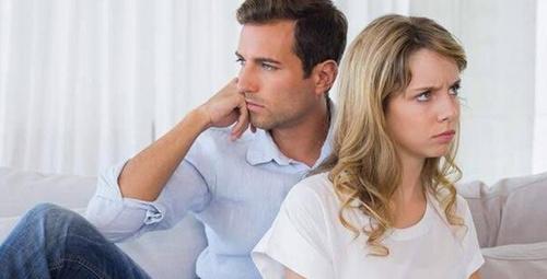 İlişkinizde sorunlara yol açacak 6 küçük davranış!