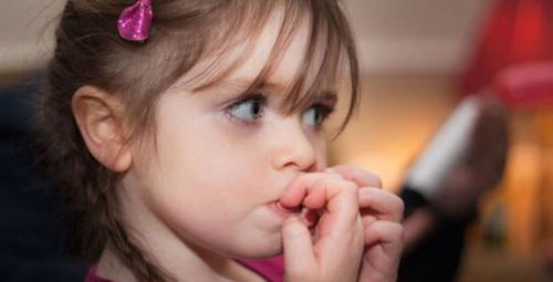 Çocuğunuzun tırnak yeme alışkanlığını bıraktırmak istiyorsanız...