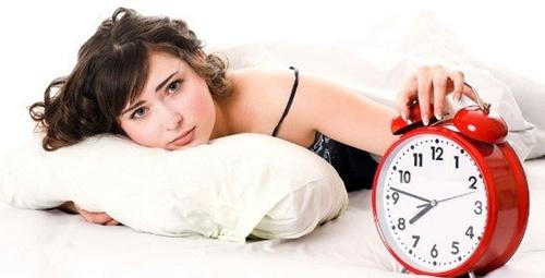 Sabahları zinde uyanmak için bu yöntemleri deneyin!