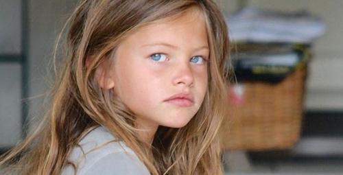 Dünyanın en güzel kızı seçilmişti sevgilisiyle dudak dudağa yakalandı!