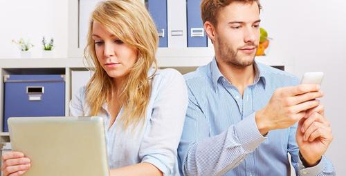 İlişkilerin ömrünü kısaltan dijital kıskançlık krizleri!