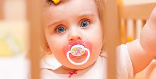 Bebeklere emzik vermek zararlı mı?