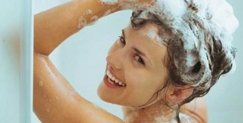Saçlarınızı yıkarken sakın bu hataya düşmeyin!