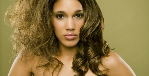 Kışın kabaran saçlarınız için doğal çözüm önerisi!