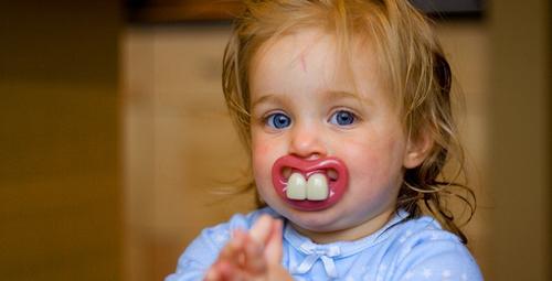 Bebeklerin diş kontrolü mü olur demeyin!