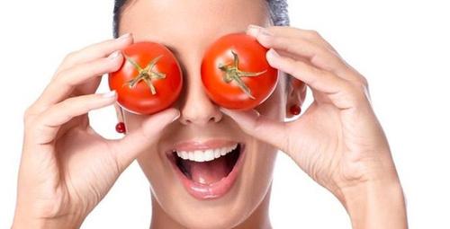 Işıldayan cildin sırrı domates maskesinde!