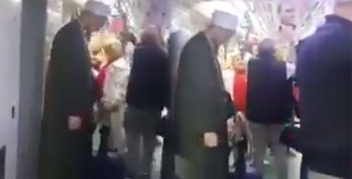 Sosyal medyayı birbirine katan cübbeli vatandaş videosu!