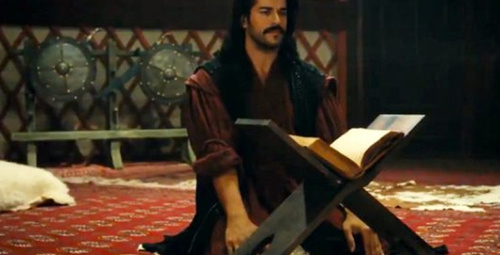Kuruluş Osman'a damga vuran sahne! Önce Kuran okudu sonra dua etti!