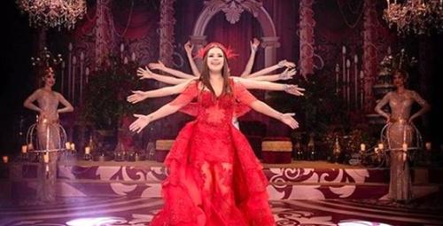Ünlü şarkıcı Merve Özbey'in kına gecesinden görüntüler! Kıyafeti olay!