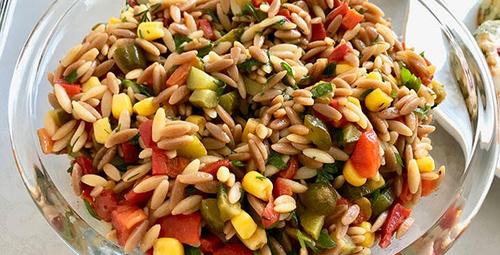 Hem doyurucu hem lezzetli: Tavuklu arpa şehriye salatası