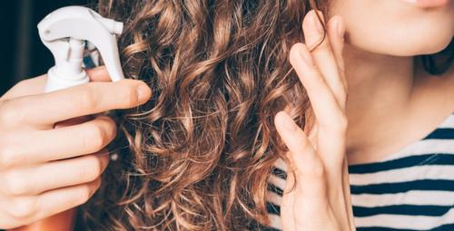 Saçlarınızı çabucak uzatacak 3 malzemeli sprey tarifi!
