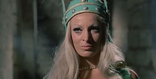 Yeşilçam'ın kötü kraliçesine bir de şimdi bakın!
