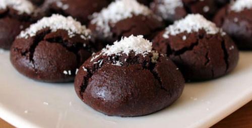 Lezzeti ağızda dağılıyor: Kakaolu ıslak kurabiye tarifi