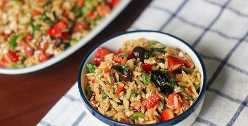 Akdeniz esintisi: Arpa şehriyeli salata
