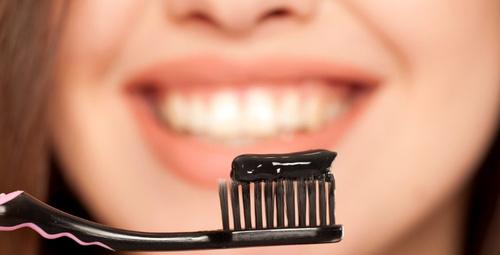 Dişleri bembeyaz yapan siyah diş macunu tarifi!