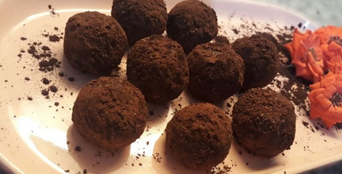 Hafif ve lezzetli: Lokmalık hurmalı toplar