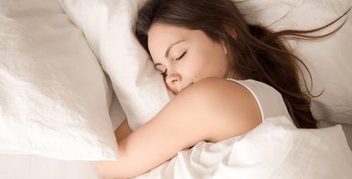 Her akşam 10'da uyursanız bakın vücudunuzda ne oluyor!